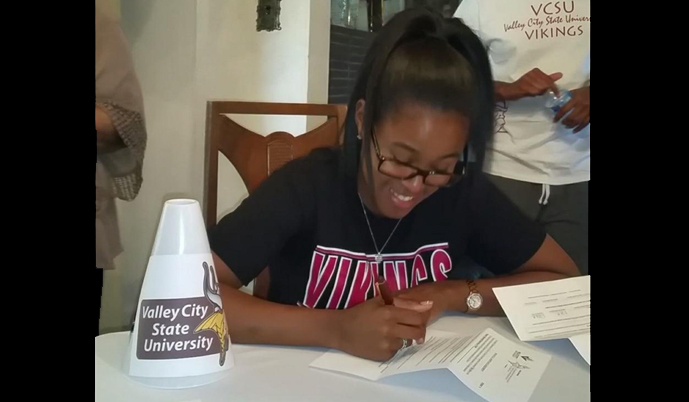 Ni'sja Bass signs her letter of intent to attend VCSU and play for the Vikings.