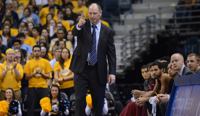 Jeff Kaminsky coaches VCSU during a game at Marquette this past season.