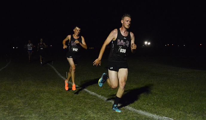 Zach Nelson (right) and Kohlton Peterson (left) run for VCSU during the MSUM Twilight Meet. (Spencer Aune/VCSU)